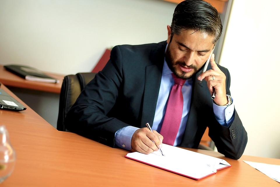 un avocat de la famille spécialisé divorce qui répond aux questions