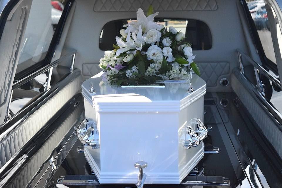 image classique d'une cérémonie d'obsèques